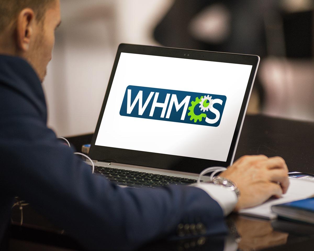 Homem emitindo nota fiscal com WHMCS